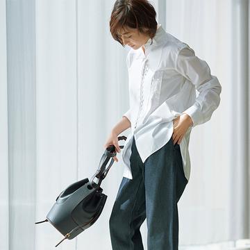 【大人の白シャツ5選】人気モデル・富岡佳子と考える「アラフィーに似合うシャツ」