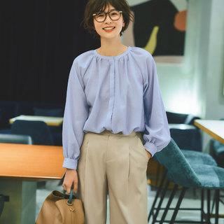 一枚で着ても簡単におしゃれに見える。エムセブンデイズのブラウス&ロングスカート