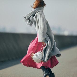 いくつになってもときめきを。一歩先行く大人のピンクファッションコーデ実例|スカートやパンツ、トップス、小物アイテムまで