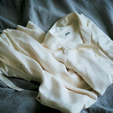 1.ボタンつきのパジャマで一日のスタートとフィニッシュ