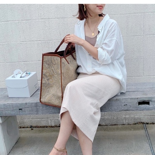 夏→秋のつなぎめに、今年は白シャツ気分。