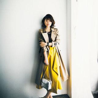 <スタイリスト森陽子さんはイエローのラップスカート>