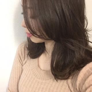 ベージュ艶カラーで春の髪準備。