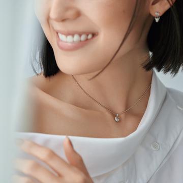 グッチの日本限定ペンダントは個性派キャットヘッドが目印<大人かわいいペンダント>
