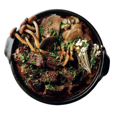 """牛肉に炒めた花椒のうま味と辛み! """"和牛と花椒の香り鍋""""【絶品鍋レシピ28days】"""