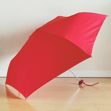 モンベル、ユニクロ、ビーミング……人気ブランドのテックな雨の日アイテム