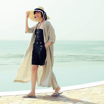 富岡佳子×emmiが初コラボ! おしゃれでエレガントな「大人のリゾートスタイル」