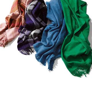 この冬の本命ブラウン系コートは 「さし色」ストールで遊び心をオン!