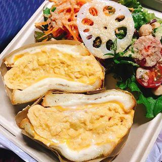 優しいふわとろ卵と塩気のあるチーズの相性が絶妙!「東京オムレツ in Zushi」のオムレツチーズサンド