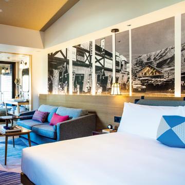 箱根の歴史と温泉文化をポップに楽しむ『ホテルインディゴ箱根強羅』