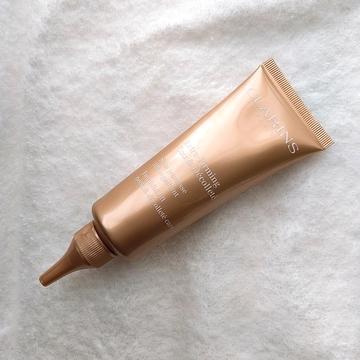 首もとのエイジングケアに。クラランスの新作美容液、ファーミング EX ネック&デコルテ SPを。