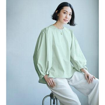 毎日の着こなしに必ず役に立つ「E by éclat」の華ブラウス&ベイカーパンツ