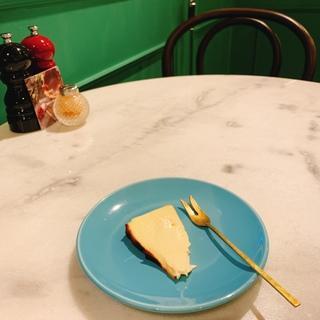 手土産にもオススメ!バスクチーズケーキで