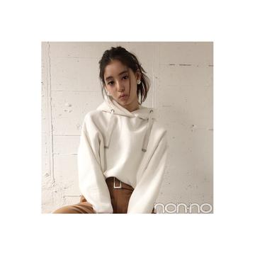 新木優子はワイドパンツを白パーカでカジュアルMIX 【毎日コーデ】