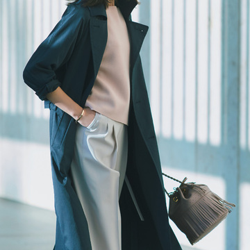4. 締めつけないゆとり設計が、パンツスタイルに女らしさをプラス