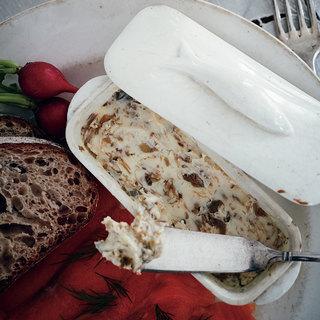 パンが止まらない!シャンパーニュに合わせるケッパーバター【平野由希子のおつまみレシピ #87】