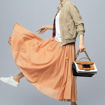 3.旬のきれい色スカートとさりげなくカラーリンク