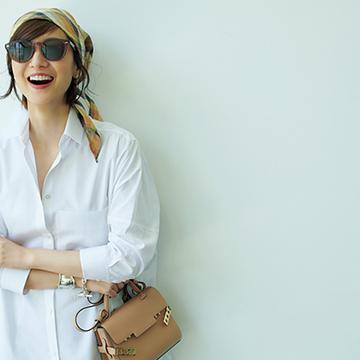 最愛の白シャツを味方に!ビッグ&ワイドのワンツーコーデ【富岡佳子、夏の私服スタイル】