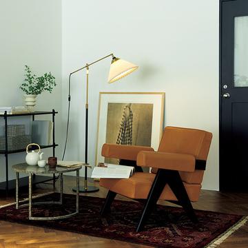 【小さな照明】秋の夜長の読書のお供に!椅子の横に置きたい「上質なフロアランプ」