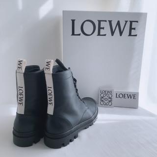 【LOEWEのコンバットブーツ】