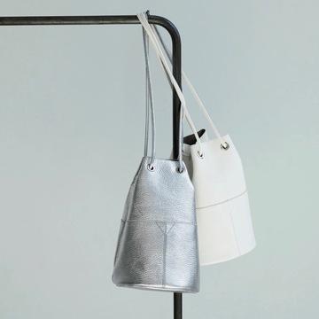 絶妙なサイズ感としゃれ見え確実な最旬カラーで大人気!「MARCO MASI×éclat」の巾着バッグ
