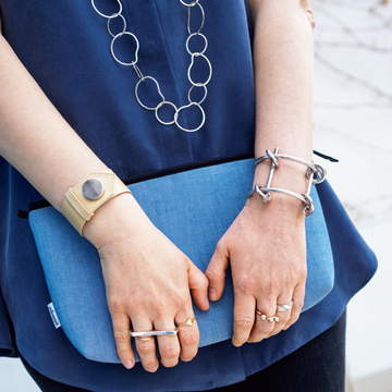 【海外おしゃれマダムのジュエリーコーデ】指輪の複数コーデが絶妙! パリ、ミラノ、NYのおしゃれマダムの手もとスナップ