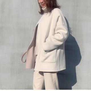 """冬本番、今年大人気の""""短め丈コート""""を NEW IN"""