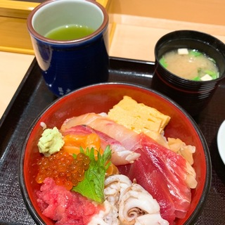 JR東京駅構内のコスパ最強朝ごはん!『寿司清』の絶品海鮮丼