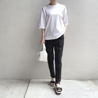 シンプルな白Tシャツの着回しコーデ