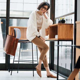 「スリット入りパンツ」が新しい通勤の味方!絶対美脚が叶う「ネオ細身パンツ」