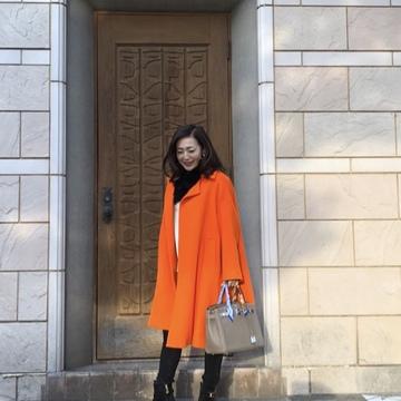 気持ちもアガる↑鮮やかなオレンジコートを着てお出かけ