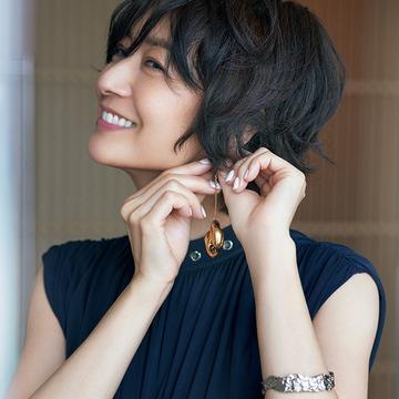 「クロエ」のドレスでディナータイムを優雅に演出!【富岡佳子、サマードレスで過ごすホテルの休日】