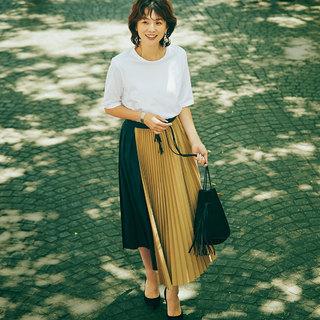 腰まわりが大きく見える気がするプリーツスカート、アラフォーはどう着る?