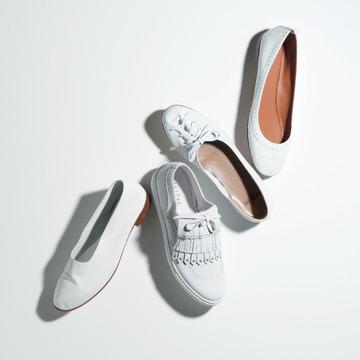 5. 清潔な軽やかさをアピールする「ホワイト靴」カタログ