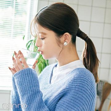 【ニット映えヘアアレ vol.7】Vネック×タイトな一つ結びで重心上げ