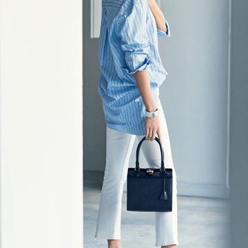 5. 特別なバッグを添えて気負いのないデニムスタイルに