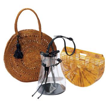 5.リゾート感ある素材で選ぶ、遊び心あるバッグ