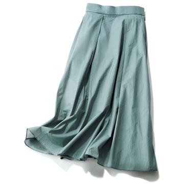 スカート選びで押さえておきたい「色」と「形」を解説【春、注目したい「甘くないスカート」】