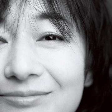 富岡佳子さん50歳に! ナチュラルに進化を続ける彼女が今、抱く思いとは?