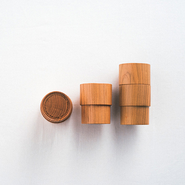 普通でありながら普遍的なその形を木で再現 Holz「kasane kop」