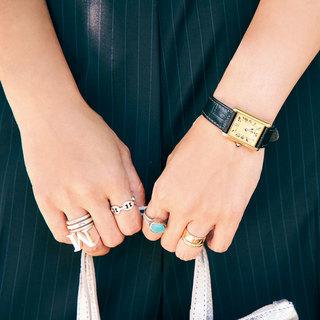 服装がシンプルなぶん手もとで遊びをきかせます【ファッションPR平井美帆さんの「手もとコーデ」】