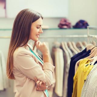 """アラフォー女性たちが""""服選び""""で意識していることとは?【アンケート調査】"""