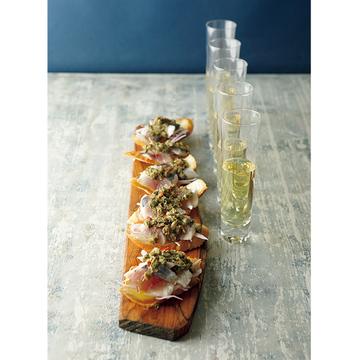 気分は地中海の海辺!シャンパンに合う「鯵のカナッペ」のレシピ【有元葉子さんのシャンパーニュとこの一皿】