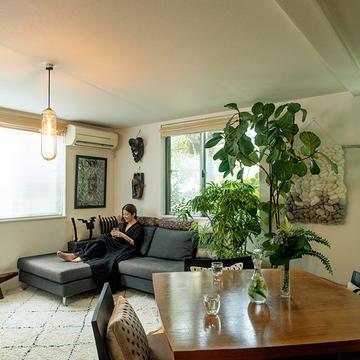 緑いっぱいの「リビング」はくつろぎの場に!仕事と暮らしの切り替えができる家づくり