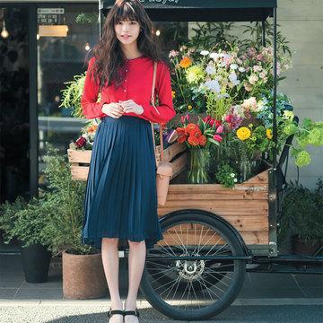 春らしい軽い印象に惹かれるプリーツスカート