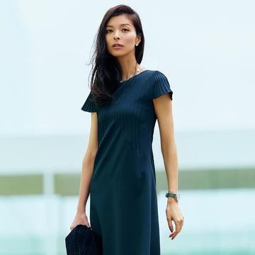 好印象、上品、しかも涼しい!袖つき限定、夏のビジネスワンピース 五選