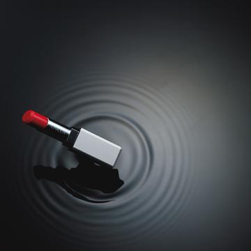 5. 流行の赤をつけるとなんだかを解決する……老けてしまう大人対応の赤リップーCHICCA