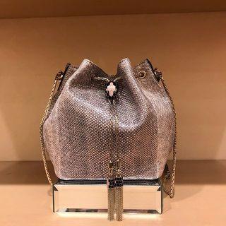 宝石のような、小さなバッグたちです。