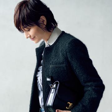 【大人女性のブラックコーデ】華やかさも品格も纏える<フェミニン・ブラック>のツイードジャケット