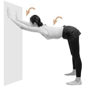 【猫背に効くストレッチ1】「両手で壁ドン! ストレッチ」で縮こまった肩、背中を伸ばす!